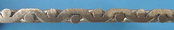 Detail: flat top double crimped (heavy) mesh - narrow opening